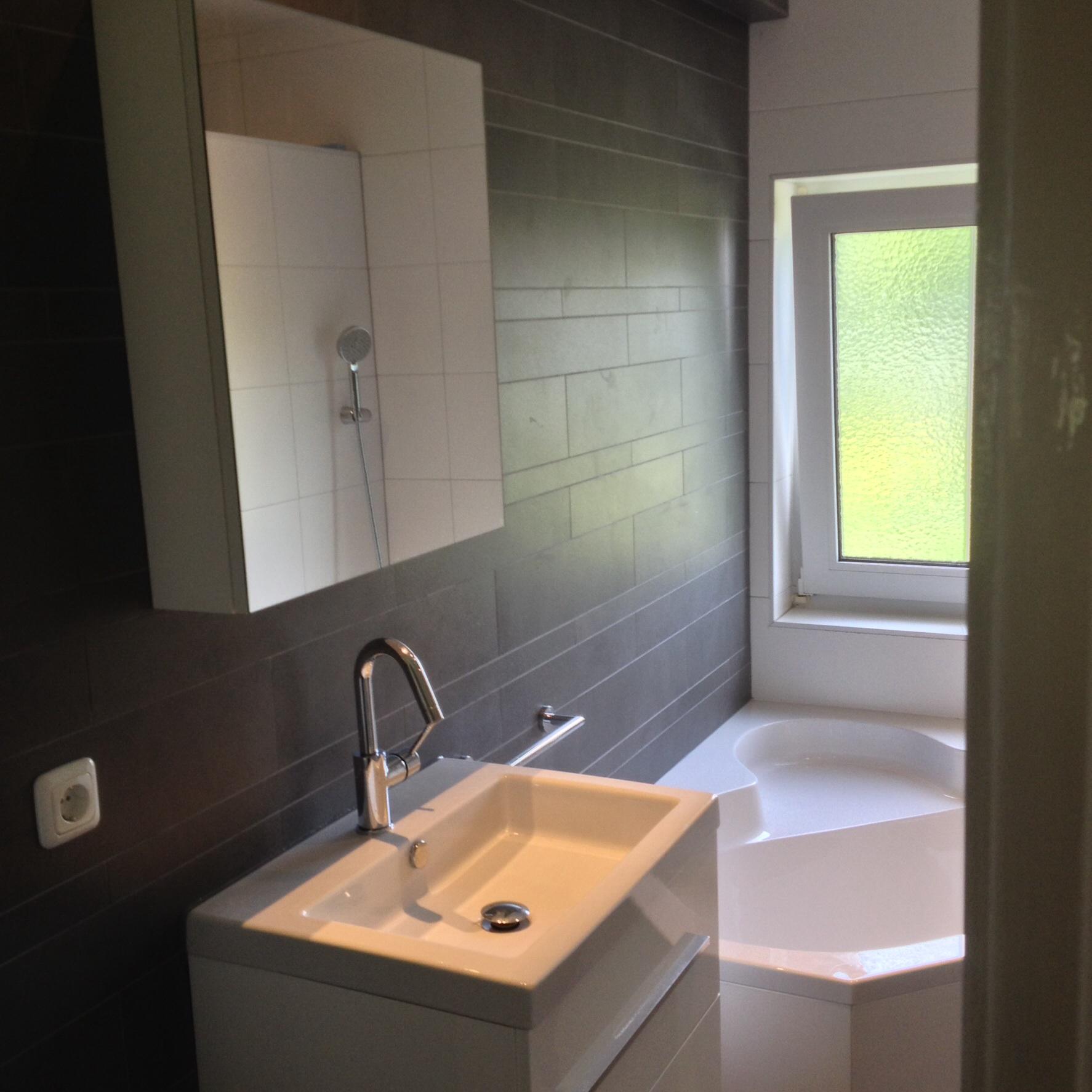 Badkamer met hoekbad - Timmer- en Klussenbedrijf H. Driesen